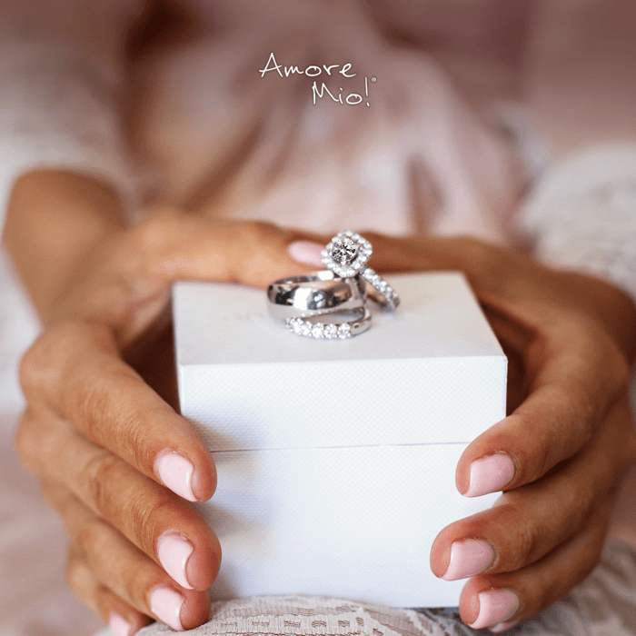 Las uñas perfectas para enmarcar el anillo
