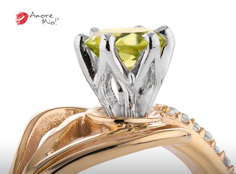 Anillo de compromiso de oro, con Peridot central de: 0.44 Puntos Color- N/A Claridad- N/A