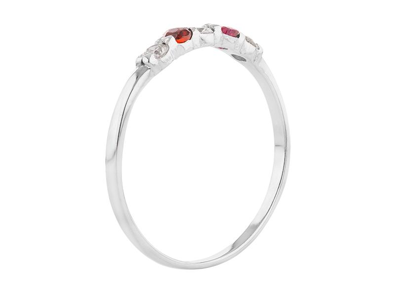 Anillo de compromiso de oro, con Diamante/Rubi central de: 0.12 Puntos Color- D Claridad- VS1