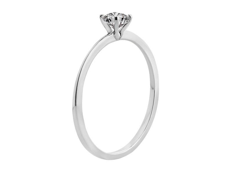 Anillo de compromiso de oro con Diamante central de: 0.2 ct Color- G Claridad- SI1 Piedras laterales: N/A