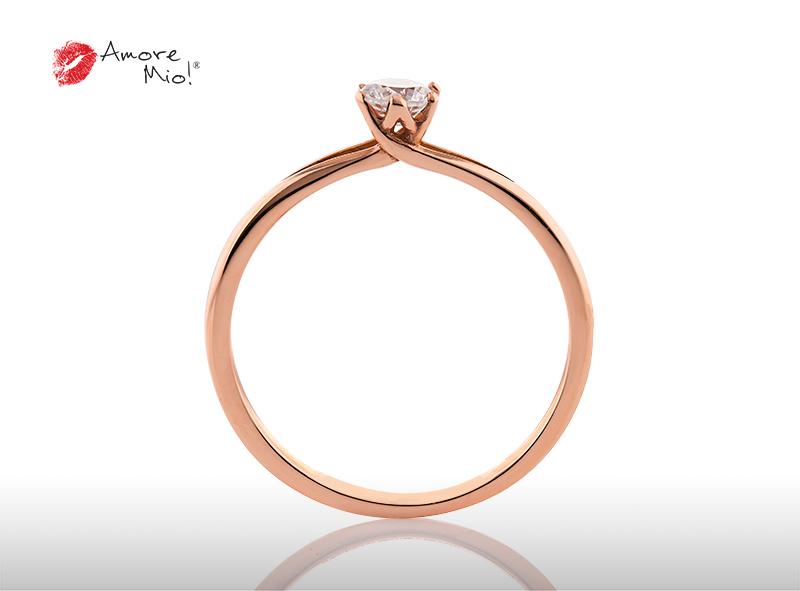Anillo de compromiso de oro, con diamante central de: 0.13 Puntos Color- E Claridad- SI2  (49/51)