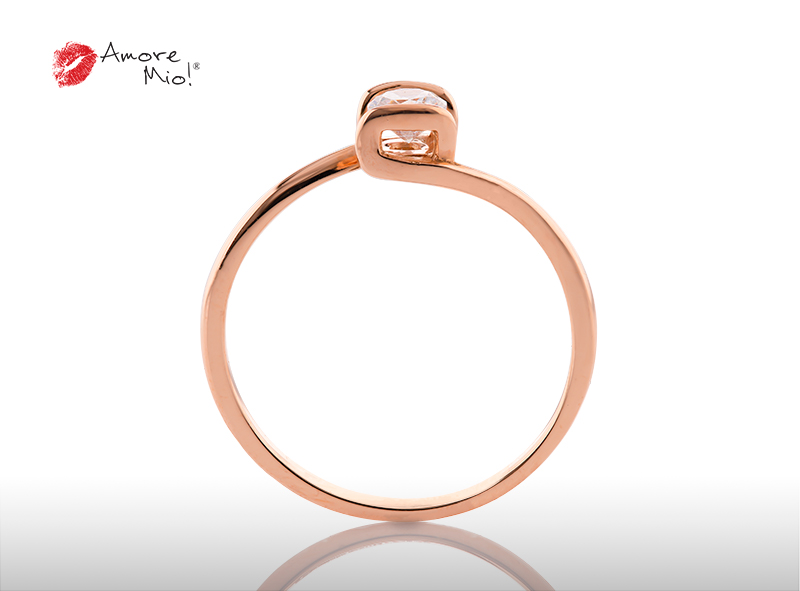 Anillo de compromiso de oro, con diamante central de: 0.18 Puntos Color- G Claridad- SI1 (37/63)