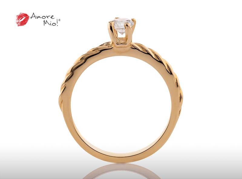Anillo de compromiso de oro, con diamante central de: 0.18 Puntos Color- G Claridad- SI1 (46/54)