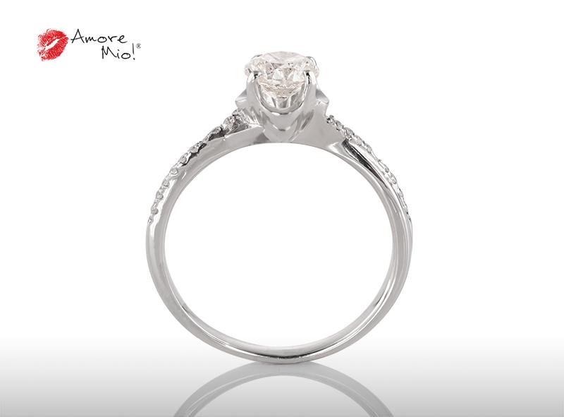 Anillo de compromiso de oro blanco de 18k con un diamante de: 0.58 puntos Color- G Claridad- SI2 (CE) (32/68)