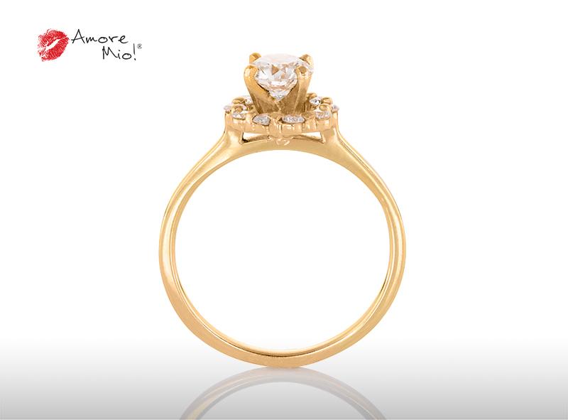 Anillo de compromiso de oro de 14k, con diamante central de:  0.63 puntos color- G claridad- VS1 (28/72)