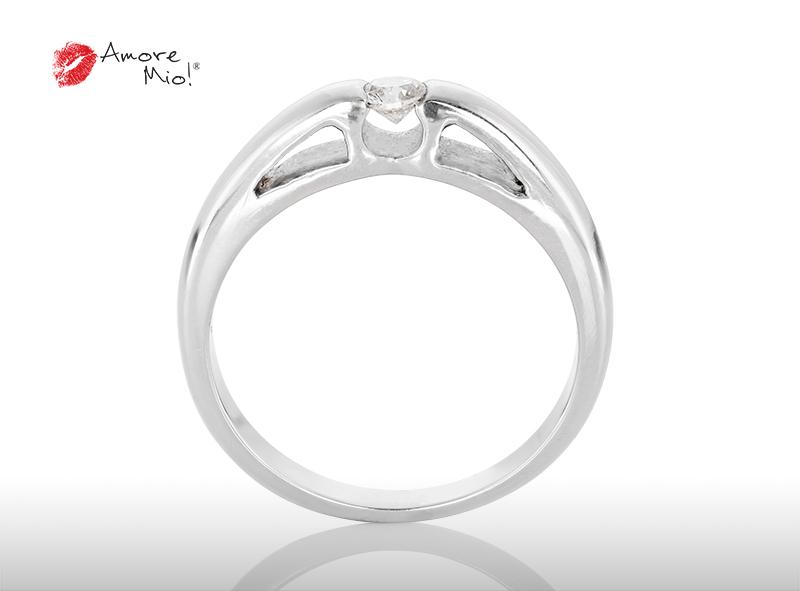 Anillo de compromiso de oro de 14k, con diamante central de:  0.14 Puntos Color-  E Claridad-  SI1 (58/42)