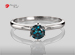 Anillo de compromiso de oro de 14k, con diamante central de: 0.56 Puntos Color- Blue (tratado) Claridad- I1