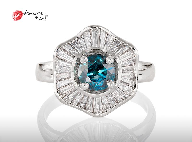 Anillo de compromiso de oro, con diamante central de: 0.85 Puntos Color- Blue Claridad- SI3