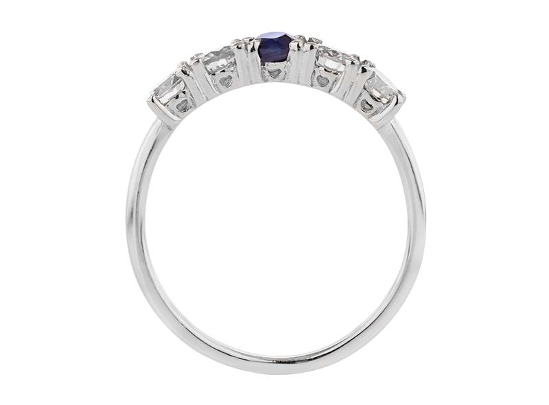 Anillo de compromiso de oro, con Diamante/Zafiro central de: 0.56 TCW/ Safiro 0.25 Puntos Color- D Claridad- VS1