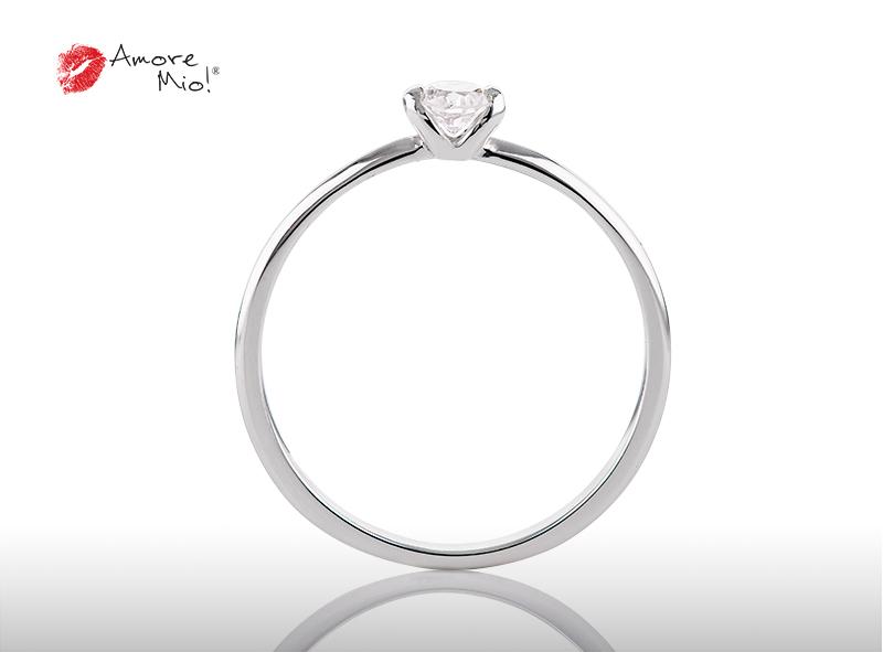 Anillo de compromiso de oro, con Diamond central de: 0.15 Puntos Color- F Claridad- VS1