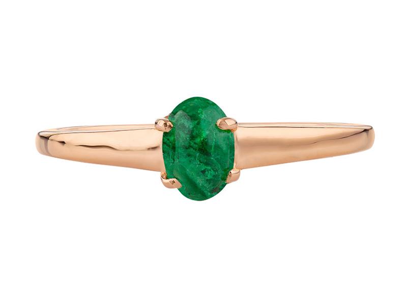 Anillo de compromiso de oro, con Emerald central de: 0.55 Puntos Color- N/A Claridad- N/A