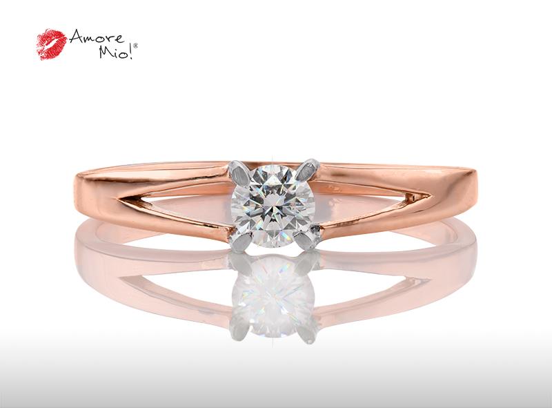 Anillo de compromiso de oro, con diamante central de: 0.23 Puntos Color- D Claridad- SI1  (37/63)