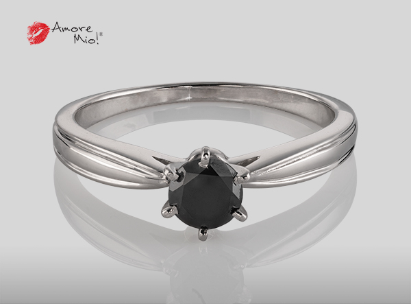 Anillo de compromiso de oro, con diamante central de: 0.42 Puntos Color- Black Claridad- N/A (47/53)