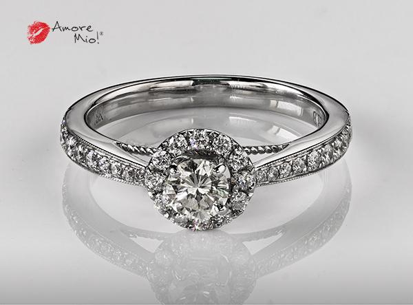 Anillo de compromiso de oro blanco de 18k con un diamante de 0.29 puntos Color- H Claridad- SI1 (70/30)