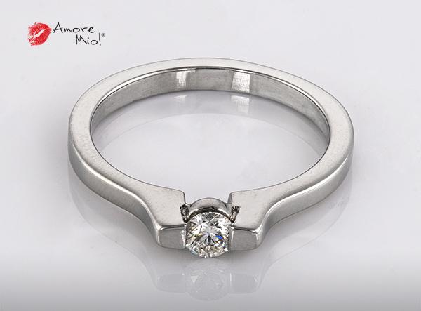 Anillo de compromiso de oro de 14k, con diamante central de:  0.18 Puntos Color-  G Claridad-  SI2