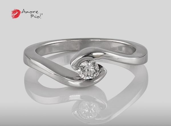 Anillo de compromiso de oro de 14k, con diamante central de:  0.21 Puntos Color-  E Claridad-  SI1 (53/47)