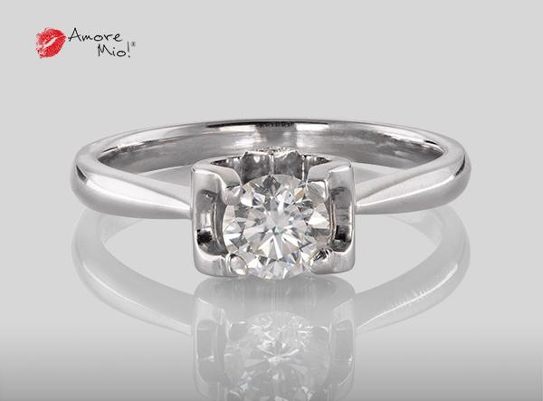 Anillo de compromiso de oro de 18k, con diamante central de:  0.48 Puntos Color- G Claridad- SI1 (33/67)