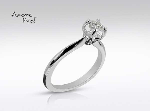 Anillo de compromiso de oro de 18k, con diamante central de: 0.45 Color- I Claridad- SI2