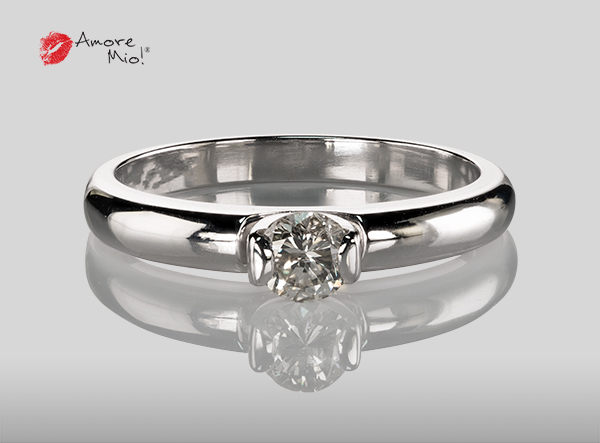 Anillo de compromiso de oro, con diamante central de: 0.30 Puntos Color- H Claridad- SI1 (46/54)