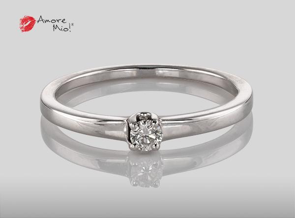 Anillo de compromiso de oro, con diamante central de: 0.09 Puntos Color- D Claridad- VS1 (56/44)
