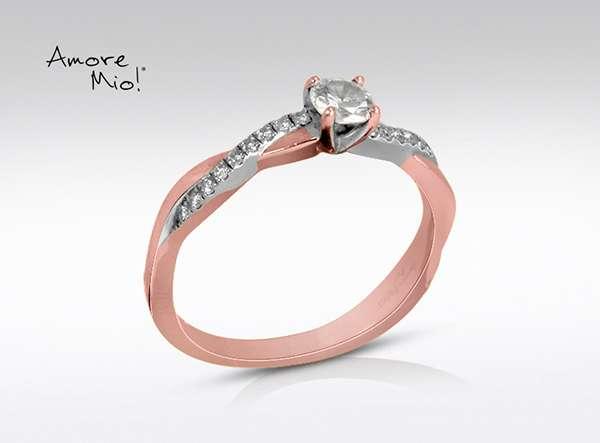 Anillo de compromiso de oro de 18k, con diamante central de: 0.27 puntos color- F claridad- VVS2