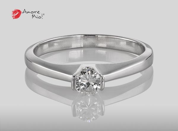 Anillo de compromiso de oro, con diamante central de: 0.22 Puntos Color- D Claridad- VS1 (41/59)