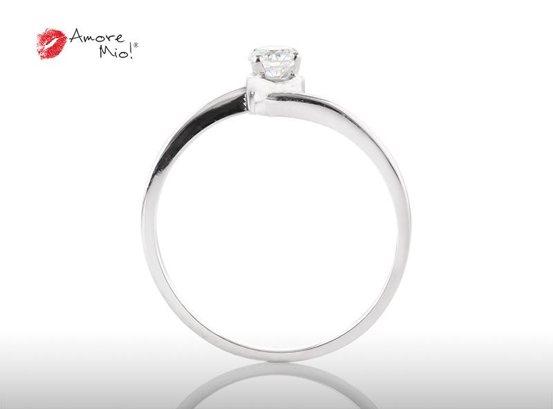 Anillo de compromiso de oro, con diamante central de: 0.23 Puntos Color- D Claridad- VS1  (28/72)