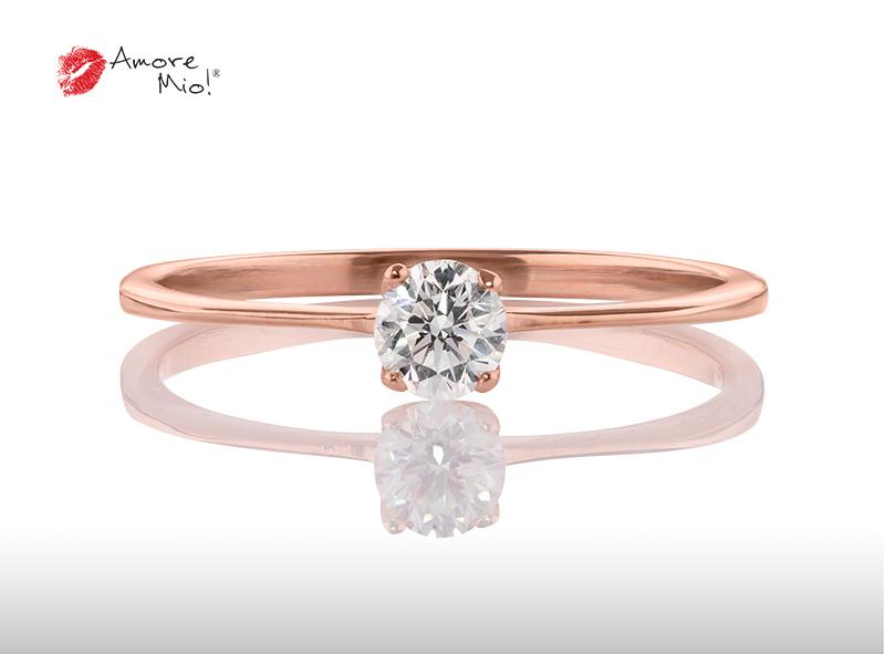 Anillo de compromiso de oro, con diamante central de: 0.23 Puntos Color- D Claridad- VS1 (21/79)