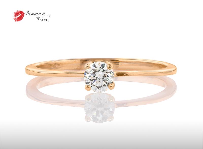 Anillo de compromiso de oro, con diamante central de: 0.08 Puntos Color- F Claridad- VS1  (53/47)
