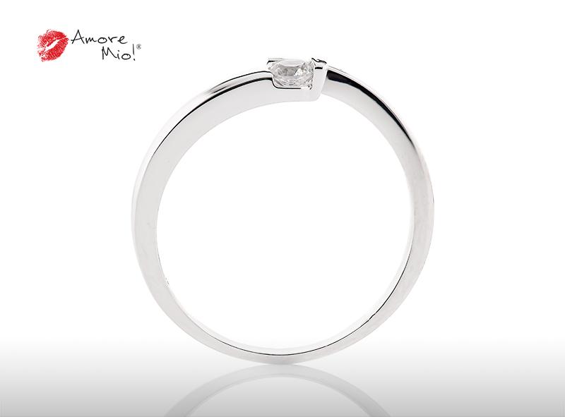 Anillo de compromiso de oro, con diamante central de: 0.08 Puntos Color- F Claridad- VS1  (61/39)
