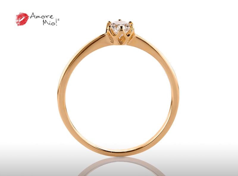 Anillo de compromiso de oro, con diamante central de: 0.23 Puntos Color- D Claridad- VS1 (24/76)