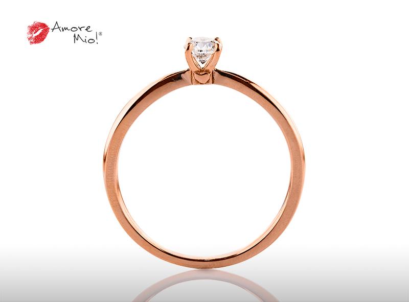 Anillo de compromiso de oro, con diamante central de: 0.23 Puntos Color- D Claridad- VS1 (32/68)