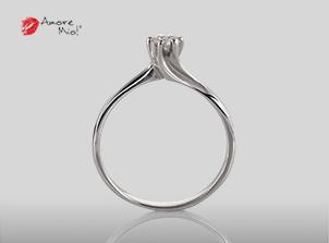 Anillo de compromiso de oro, con diamante central de: 0.19 Puntos Color-E Claridad- VS1