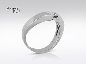 Anillo de compromiso de oro de 14k, con diamante central de: 0.07 Puntos Color- F Claridad- SI1