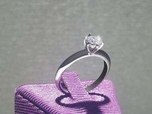 Anillo De Platino, Con Diamante Central De: 0.57 Puntos Color- D Claridad- SI1