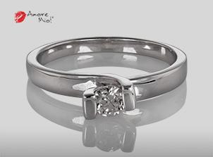Anillo de compromiso de oro, con diamante central de: 0.24 Puntos Color- H Claridad- VS1