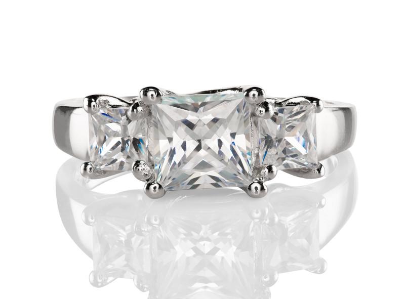 Anillo de compromiso de oro blanco de 14kt<br>Diamante  princess de 0.60 quilates, Color-I,Claridad-VS2,Diamante Mejorado-None
