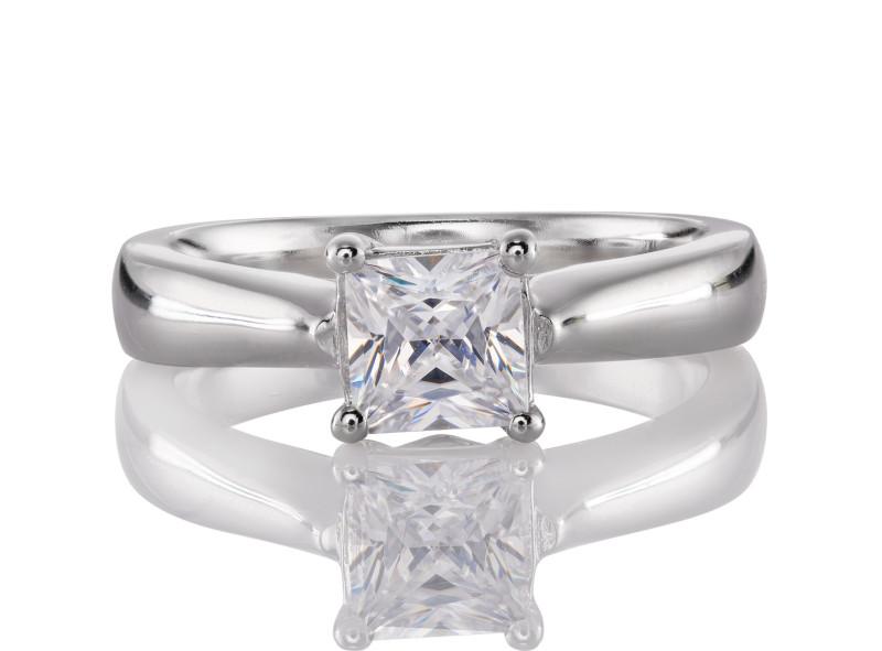 Anillo de compromiso de oro blanco de 14kt<br>Diamante  princess de 0.55 quilates, Color-I,Claridad-VS1,Diamante Mejorado-Clarity Enhanced