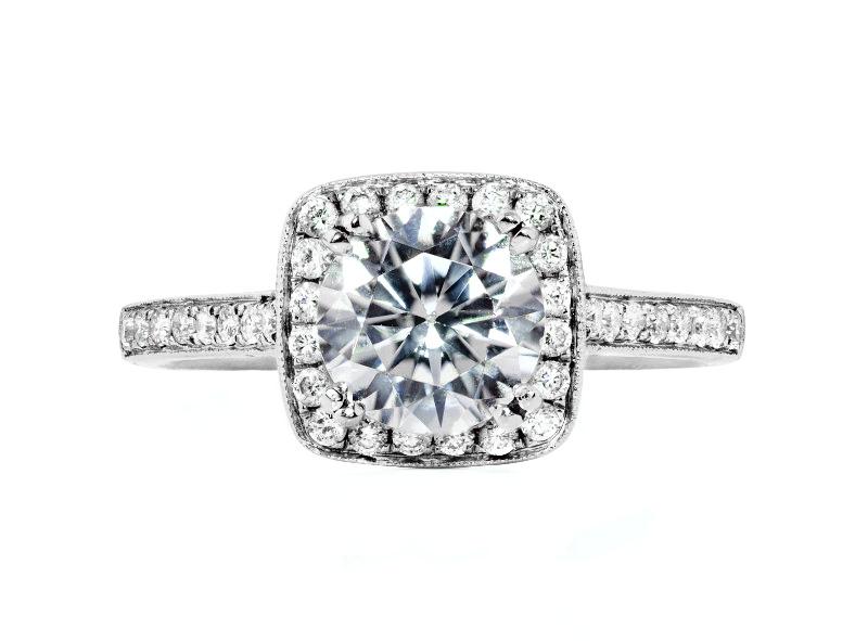 Anillo de compromiso de oro blanco de 18k<br>Diamante  round de 0.84 quilates, Color-H,Claridad-SI3,Diamante Mejorado-None