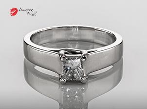 Anillo de compromiso de oro, con diamante central de: 0.41 Puntos Color- D Claridad- SI1