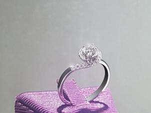 Anillo De Oro De 18kt, Con Diamante Central De:  0.22 Puntos Color- G Claridad- SI2