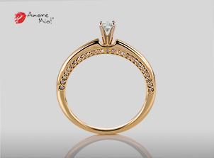 Anillo de compromiso de oro, con diamante central de: 0.18 Puntos Color- F Claridad- SI1