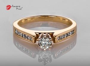 Anillo de compromiso de oro, con diamante central de: 0.19 Puntos Color- G Claridad- VS1 (78/22)