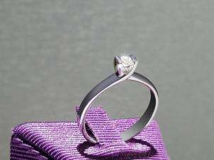 Anillo De Oro De 14kt, Con Diamante Central De: 0.11 Puntos Color-  G Claridad-  SI1