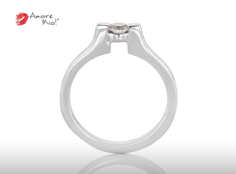 Anillo de compromiso de oro de 14k, con diamante central de:  0.19 Puntos Color-  F Claridad-  SI1 (40/60)