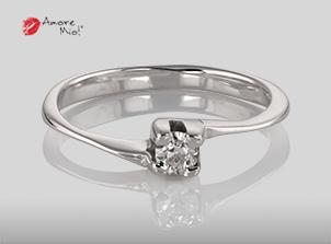 Anillo de compromiso de oro, con diamante central de: 0.14 Puntos Color- D Claridad- VS1