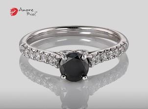 Anillo de compromiso de oro blanco de 18k con un diamante de: 0.48 puntos Color- Negro Claridad- N/A (76/24)