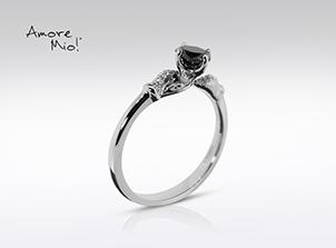 Anillo de compromiso de oro blanco de 18k con un diamante de: 0.48 puntos Color- Black Claridad- N/A