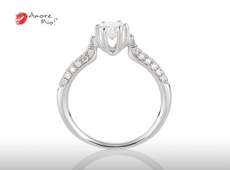 Anillo de compromiso de oro blanco de 18k con un diamante de: 0.49 puntos Color- D Claridad- VS1 (50/50)
