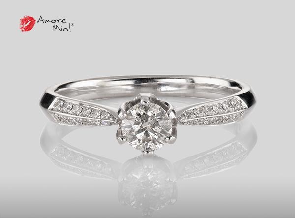 Anillo de compromiso de oro blanco de 18k con un diamante de: 0.32 puntos Color- H Claridad- SI3 (68/32)